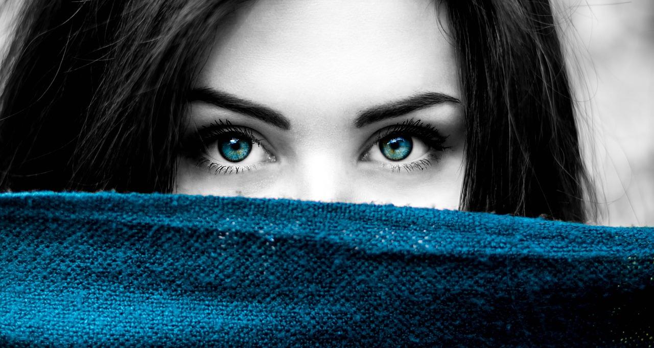 Comment lifter le contour des yeux ?